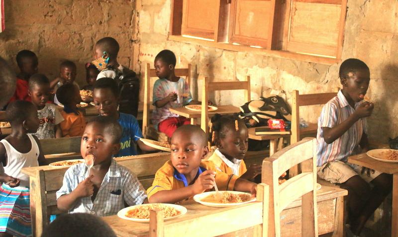 Pasti serviti in Ghana da Rise Against Hunger